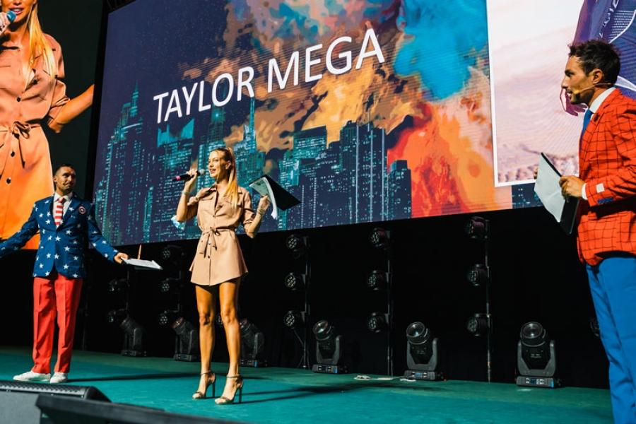 Rimini RDS Stadium. L'ospite d'eccezione non poteva che essere lei, la bellissima e amatissima influencer Taylor Mega!