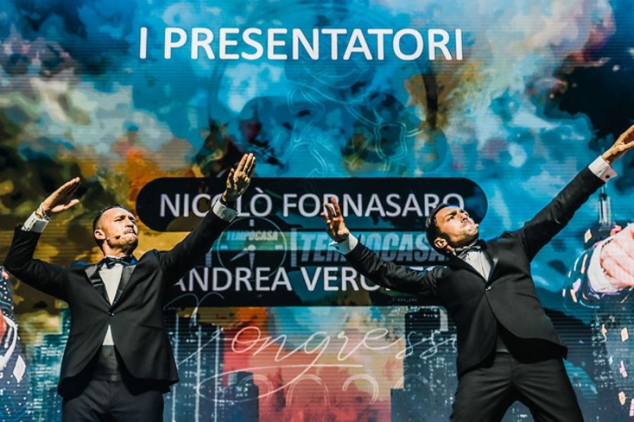 """Rimini. RDS stadium I 2 presentatori, Nik e Ino """"scaldano"""" il pubblico dal palco del Congresso Internazionale Tempocasa 2020"""