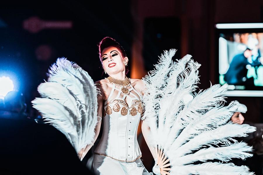 San Vincenzo, Toscana Esibizione burlesque durante un party esclusivo dedicato ai manager dell'azienda leader nel mercato immobiliare Italiano.